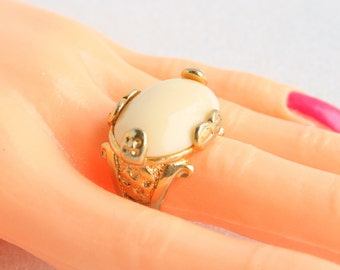Vintage Chunky Gold Statement Ring Cream Thermoset Oval Cabochon Costume Jewelry Ring