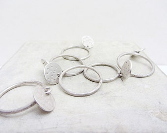 Dangle sterling silver hammered disc ring - Handmade sterling silver stacking ring