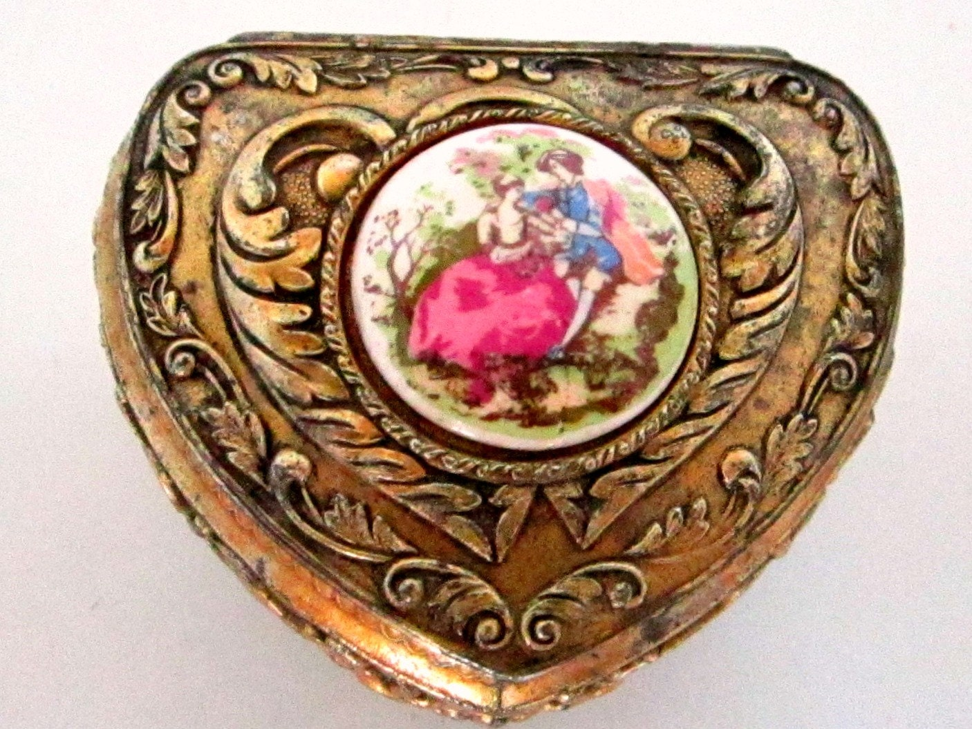 Vintage ring box heart jewelry box gold with victorian for Heart ring box