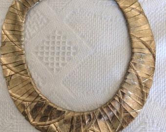 """1960's, 15"""" round, heavy gold toned collar necklace"""