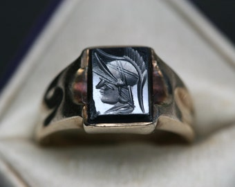 10k Yellow Gold and Black Stone Ring - Vintage