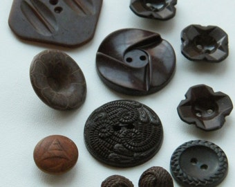 11 vintage buttons - great lot