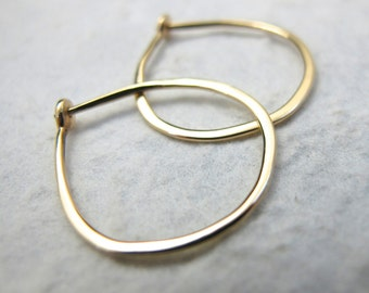 Medium Solid 18k Gold Hoops -  3/4 Inch Hand Forged Solid Gold Hoops - 18 Karat Yellow Gold Hoop Earrings