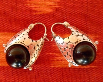 Balinese Silver Sterling oblong hoop Earrings black onyx sphere / silver 925 / Bali handmade jewelry / 1.15 inch long / (#450E)