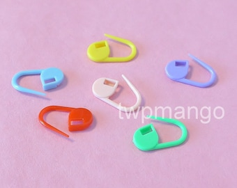 Lot of 60 Plastic Safety Pins Charms Baby Shower 6 Colors N189