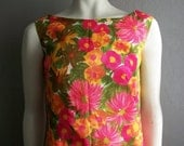 60s Hawaiian shift dress in PINK FLORAL by Roxanne size medium