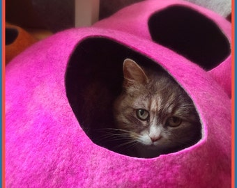Cat Cave / cat bed - handmade felt - Pink/Grey or all Pink - S,M,L,Xl + free felted balls