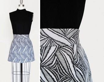 Vintage 60s Sleeveless Mod Ultra Mini Dress in Black and White sz S-M