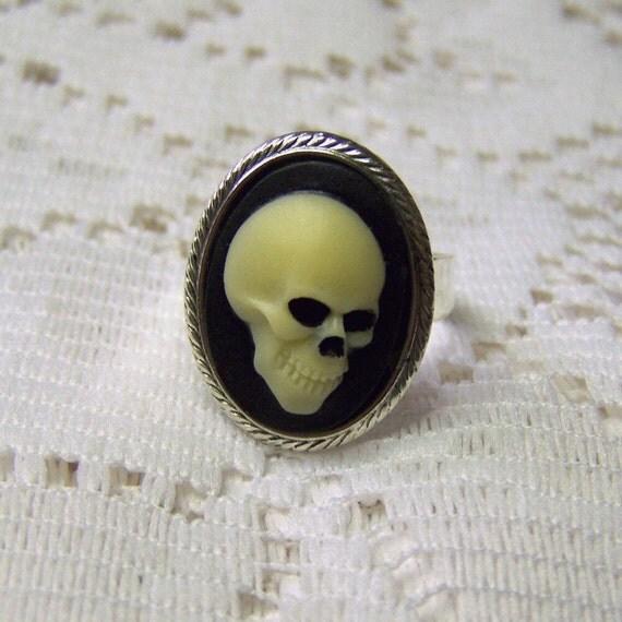 SKULL RING - Mr. Bones Ivory Black Zombie Pirate Skull Ring - UNISEX
