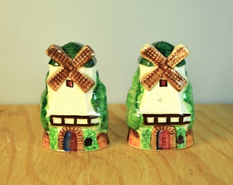 Vintage 50s windmill salt pepper shakers, 1950s Moulin Rouge style, made in Japan