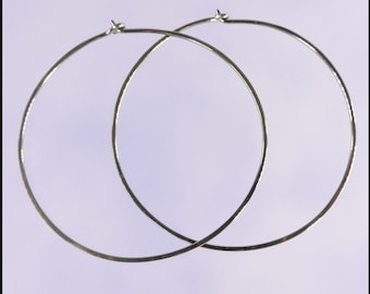 Niobium hoop earrings: Extra large KISS
