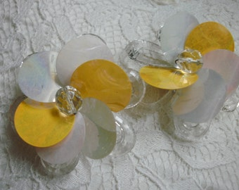 Funky  Plastic Yellow And White Flower Shoe Clips