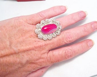 Huge unique chunky hot pink banded agate stone ring floral / flower design SIZE  7 1/2