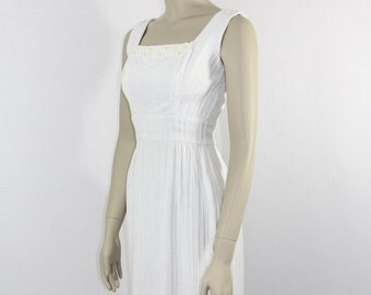 1950s Vintage White Dress - Sleeveless Pin Tucked with Daisies Summer Frock