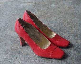 Vintage Lipstick Red Van Eli High Heels 6m