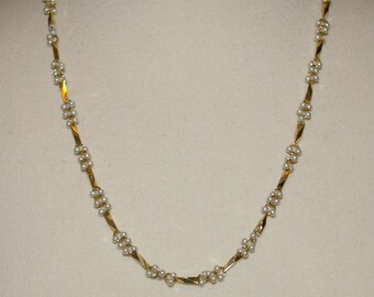 White Pearl Gold Tone Necklace, Vintage 1980's