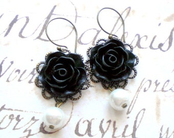 Flower Earrings Bridesmaid Pearl Earrings Black Rose Earrings Chandelier Wedding Earrings Maid Of Honor Gifts White Pearl Earrings