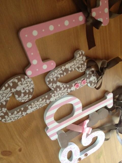 rosa und braun baby girl holzbuchstaben kinderzimmer pink - Kinderzimmer Rosa Braun
