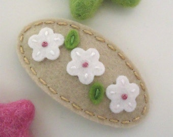 Felt hair clip -No slip -Wool felt -Ecru daisy in a row -light mocha