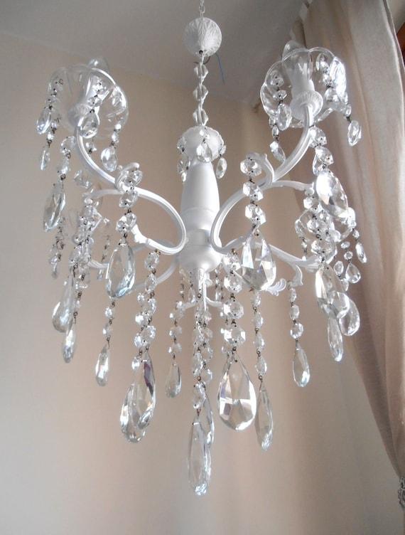 Lampadario bianco a gocce vetro cristalli 5 luci vintage anni for Lampadario vintage