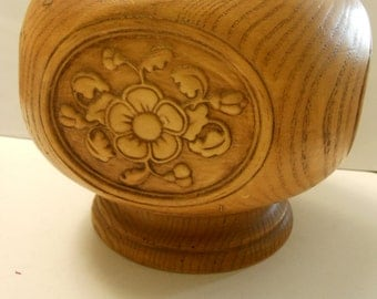 Vintage resin round pedestal decorative dish, 7 inches, C.A.P. 1977.