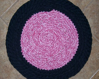 "Rag Rug Crocheted 19"" Round Soft Fabric Mat Pet Bed Poly/Cotton, Red, Black and White"