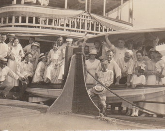 Group on a Boat - Vintage Photograph, Vernacular, Ephemera  (1E)