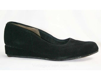 Cute 1950s Black Suede Kitten Heels - Size 4 - Shoes - Flats or Low Heels - Deadstock - Fall - Closed-Toe - Excellent Condition - 40271-1