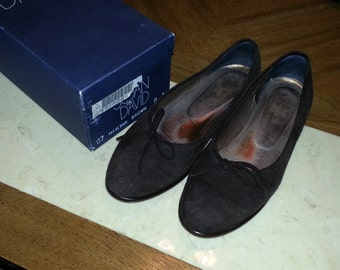 Vintage Joan and David Brown Suede Flats with Bows Size 8B Made in Italy Ladies Soft 1980s Original Box