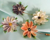 Shell Flower Stick Pins / Set of 4 /  Vintage Jewelry / Vintage Fashion / Beach Jewelry / Hat Pin / Bridesmaids Gifts /  Boutonniere