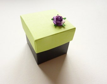 50 favor boxes in lime green and black with paper tea rose. Ideal for your wedding reception,dinner party, birthdays, gift