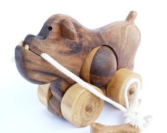 Eco friendly wooden pull toy - BULLDOG MARCUS