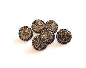 4 Silver Metal Vintage Button, Coat of Arms