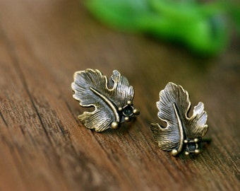 10pcs ( 5 pairs)  15mm  Antiqued Bronze  Color  Metal  Maple Leaf Earring Post with Pendant Suspension