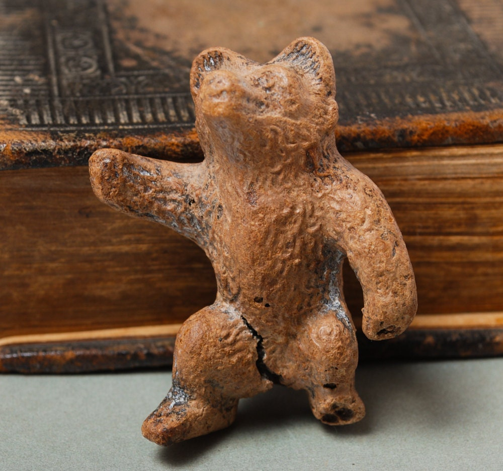 Antique small metal bear figurine home decor for Bear home decorations