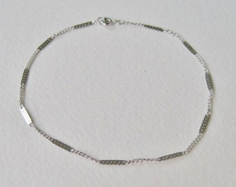 Vintage 1979 Avon Delicate Anklette Size LARGE Silver Tone Anklet Ankle Bracelet Chain in Original Box NIB