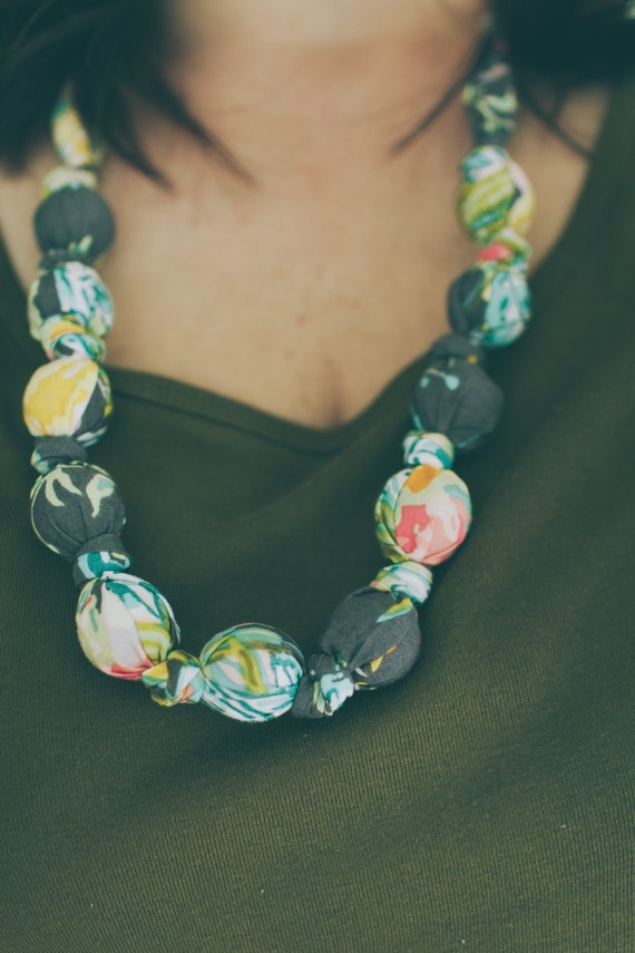 Teething Necklace in Gray Lilly Belle