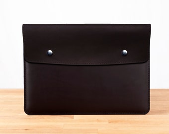 "15"" MacBook Pro with Retina Display - Leather Sleeve Case in Black"