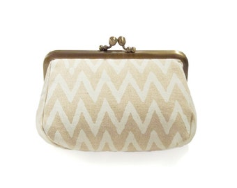 Metal frame capacious pouch // Handwriting Zig Zag Pattern
