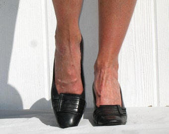Black Red Cross Shoes * Vintage 60s Mod Shoes * Black Leather Heels * 1960s Shoes * Mad Men Shoes * Black Pumps