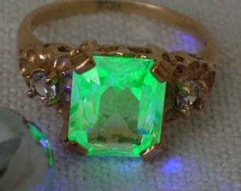 Uranium Glass Ring, Spinel Vaseline, Opalescent Green Atomic Bling. Size 4 1/2