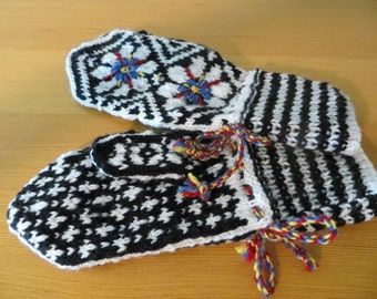 Knitted Embroidered Gloves