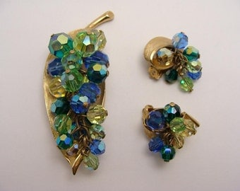 SALE was 77.77. Grape Cluster. Gorgeous Sophisticated vintage Blue Green AB Crystal Beads Grapes Cluster Pin Brooch and Earrings Demi Parure