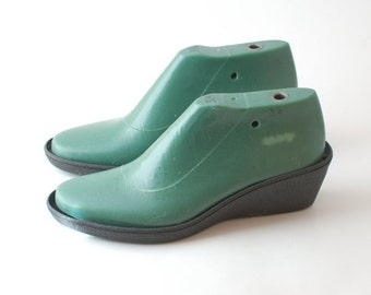 Shoe lasts for felting shoemaking - shoe lasts for medium heel height with a medium round toe