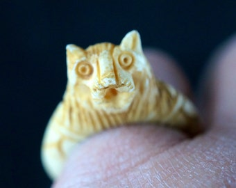 ANTIQUE  BONE ring. Lion. oriental. asian. chinese.  No.2055