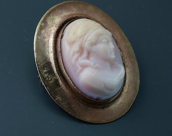 ANTIQUE  CAMEO. brooch. pin.  1800s No.001320 hs