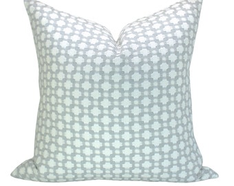 Betwixt pillow cover in Zinc/Blanc