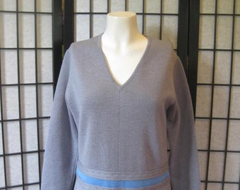 Vintage 1960s 1970s Sweater Dress Cableknit Wool V Neck Sporty Casual Knit Gray with Blue 36 38 Bust Medium Large Grey M L XL Minidress