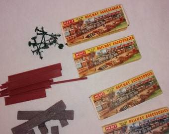 Vintage Merit OO & HO Gauge Railroad , RR Station Accessories , Lamp Posts, Girders, Stone Wall and Packing Crates