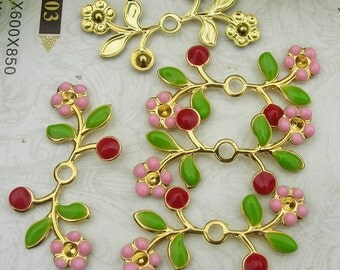 8 pcs ( 15x31mm) Gold Plated Flower Finding Resin Glossy  Filigree Charms.(RG1531-01)